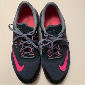 Nike Lite Run 2 shoes in dark gray & pink EUC